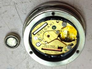 電池式腕時計、液漏れにご注意を!!