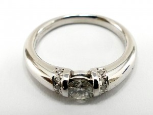 ダイヤルース付の指輪のお買取です。